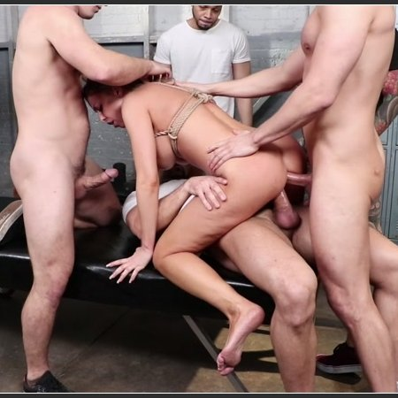 Britney Amber is Gettin' Pumped | HD 720p