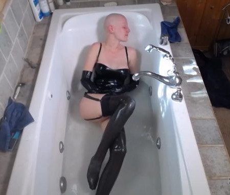 BondageLife - Latex Bath Time